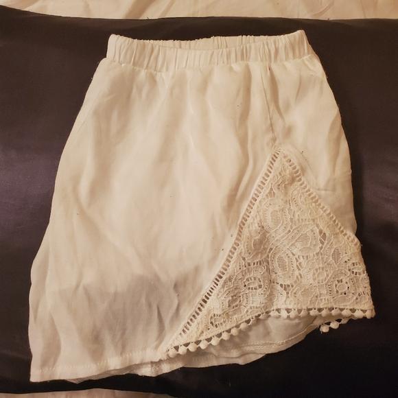 Tobi white lace shorts